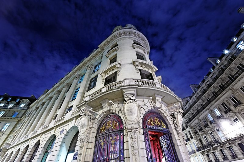 Die prunkvolle Fassade des Banke Hotels ist aus dem 20. Jahrhundert.
