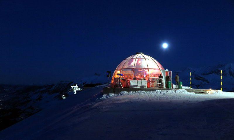 Im futuristischen TschentenDrom gibt es Drinks und Après-Ski Hits.