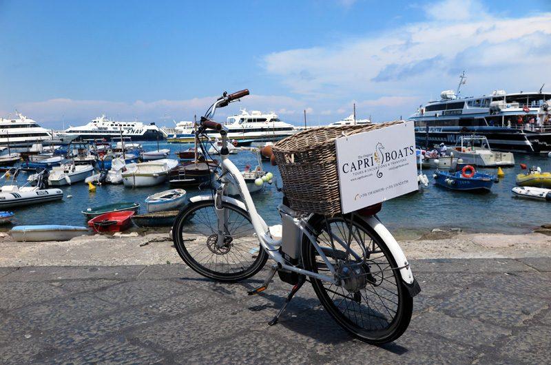 Capri Boats Treffpunkt im Hafen Marina Grande.