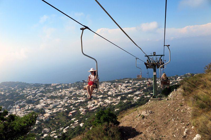 Bei der Seilbahnfahrt kann man wunderbar entspannen und den Ausblick genießen.