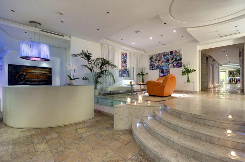 Die Lobby: Modernes Design im Kerzenschein. (Foto: Meliá Capri)