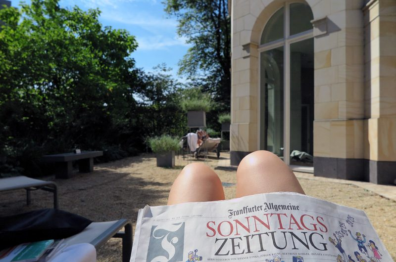 How sundays should be like: Relaxen im Spa-Garten.