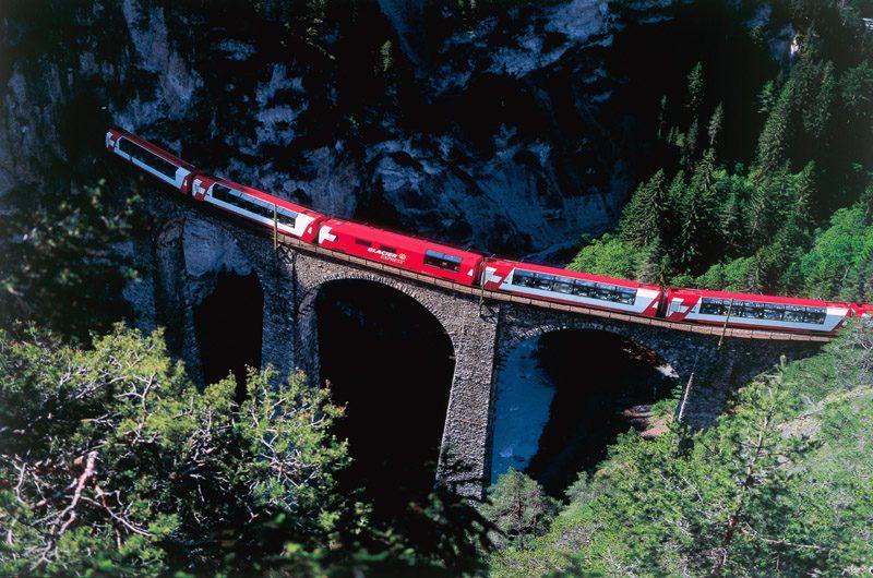 Der Glacier Express auf dem Landwasserviadukt bei Filisur. (Foto: Rhätische Bahn)
